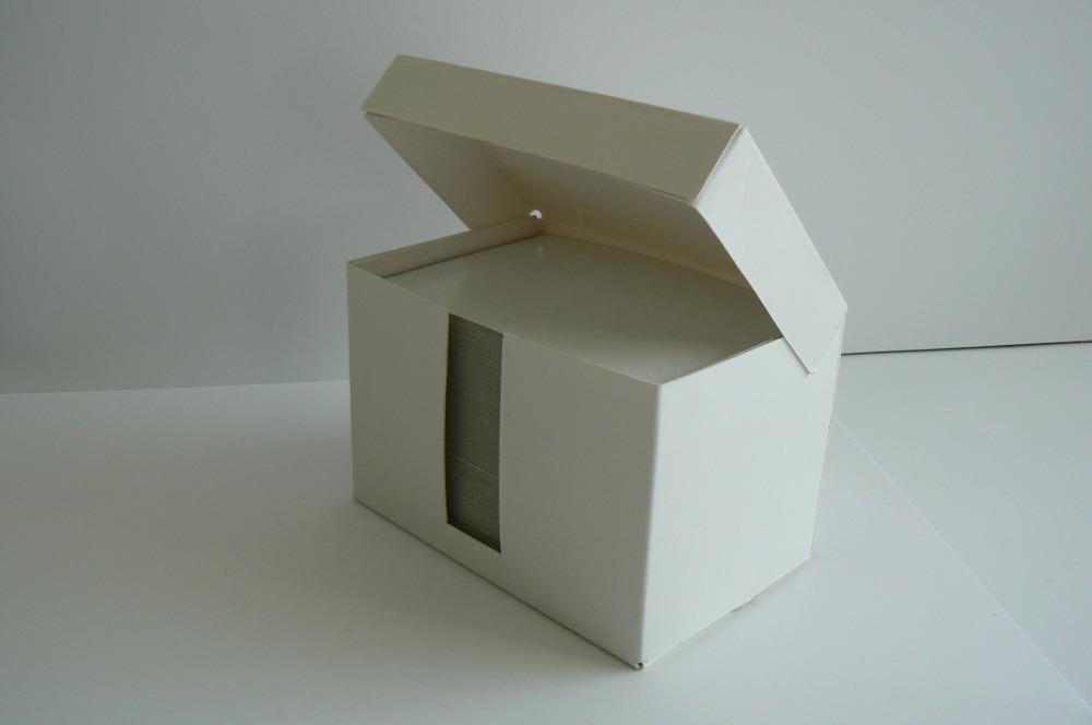 Box s papíry na poznámky